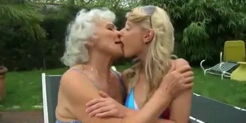 Girlfriend lesbien fucks masturbate