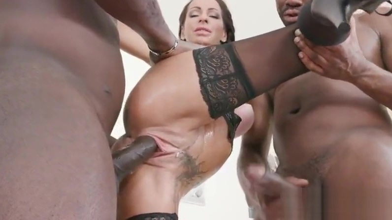 Valentina Sierra hot piss loving DP milf get BBC IV318-