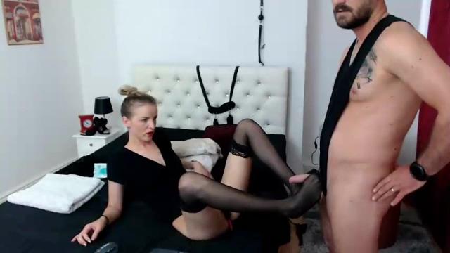 Hot Amateur Strip Of 18yo European Girl-