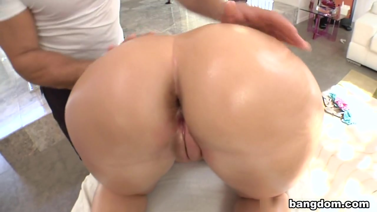 Massaging Asszilla Busty lez fists her cunt