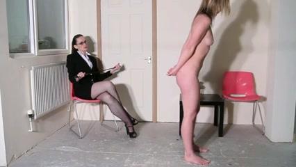 Sexi masturbates lesbianas Pool