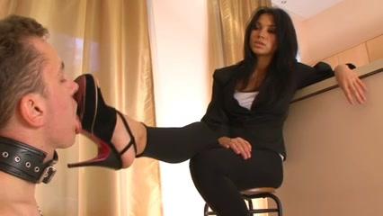 Mia (femdom,foot worship,shoe licking) ho to do sex