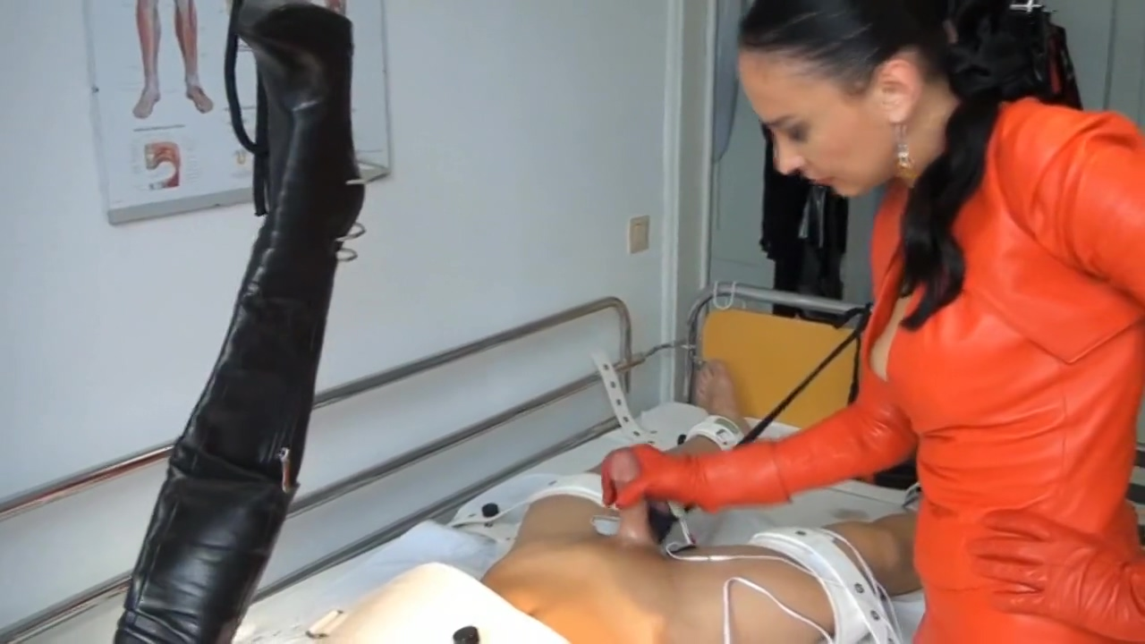dominatrix in red leather 1-