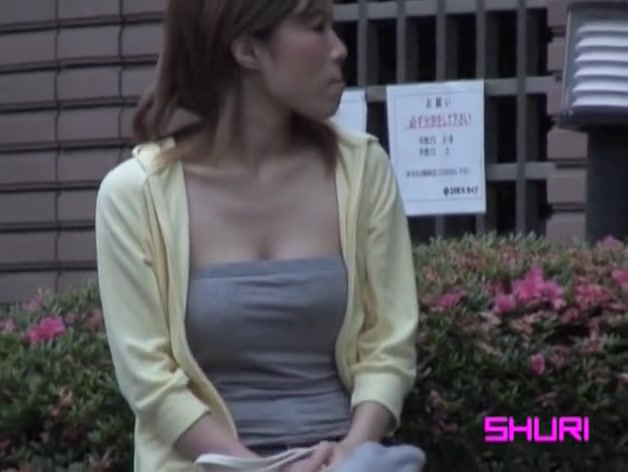 Sexy Asian hottie got shuri sharked while waiting for a date Hand job master