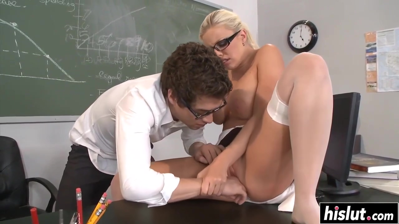 Britney Amber knows what a guy likes
