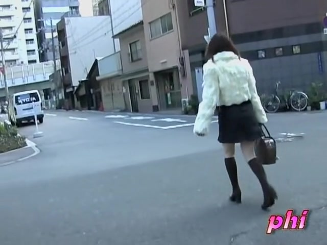 Slender Japan teen got her skirt sharked in the street Arbi giris sexy xxx