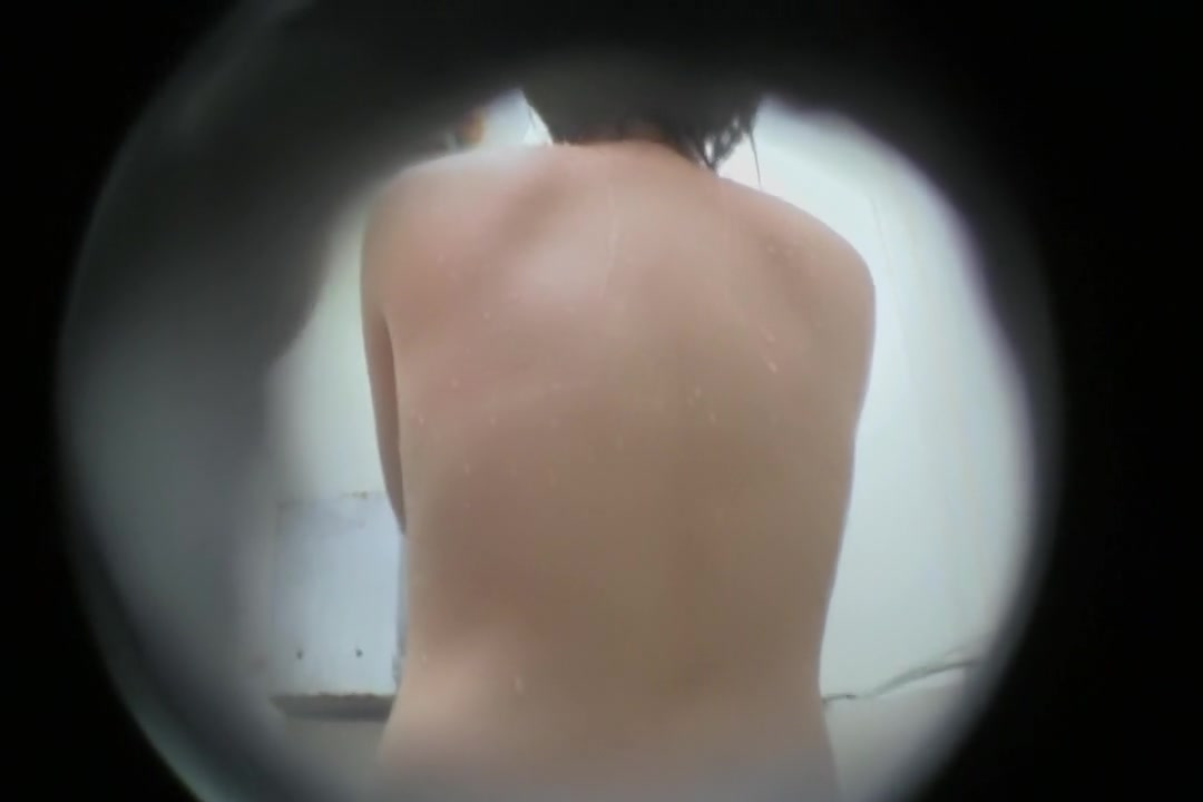 Cam is recording Asian back through the shower hole snr43