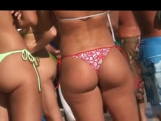 Candid sexy booty at the beach How to satisfy my man in bed