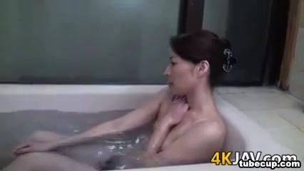 Xxx homemade Peeing lesbion
