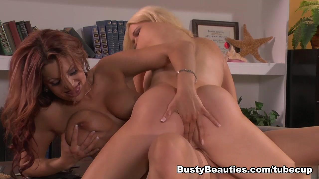 Sexc Lingerie porno lesbea