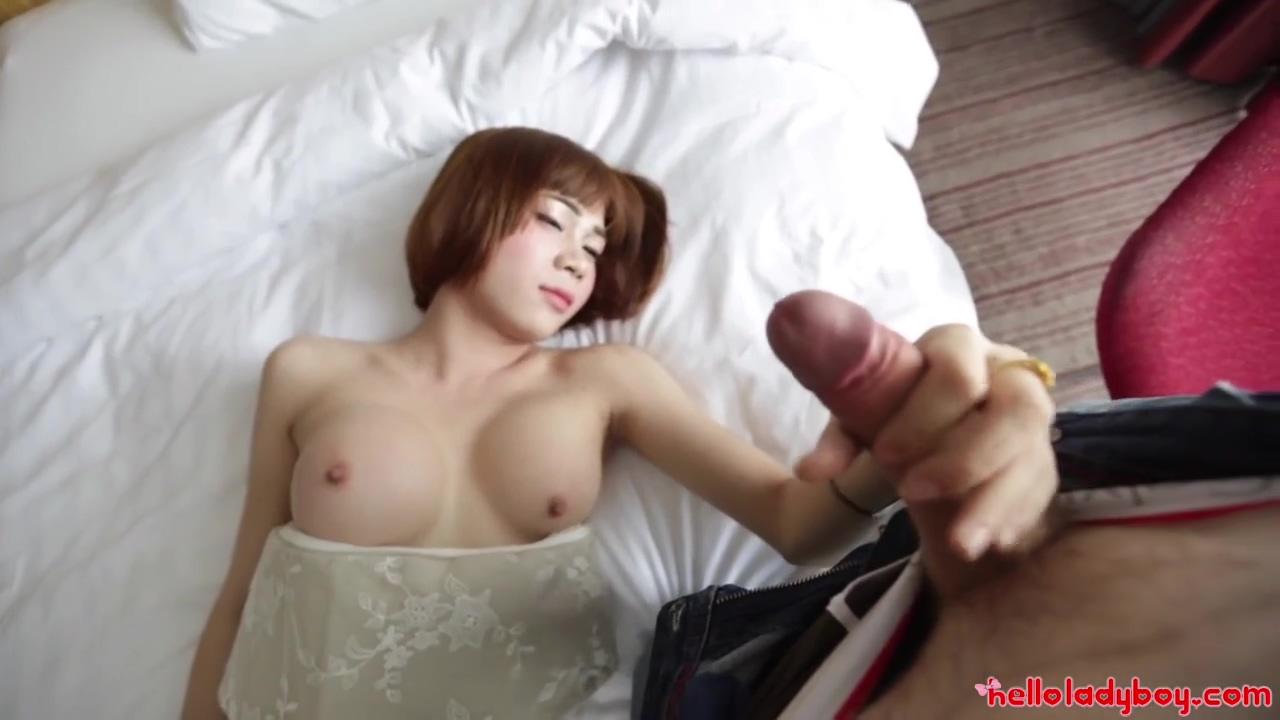 This horny tranny makes this dick cum