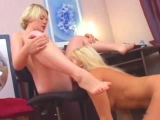 Lesbia fucks licking vides