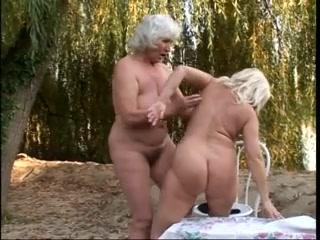 Lesbi sexo masturbates Peeing