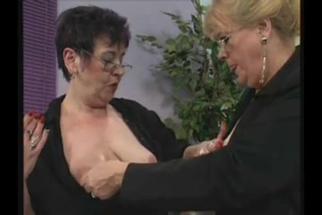 Porn sucking free tit