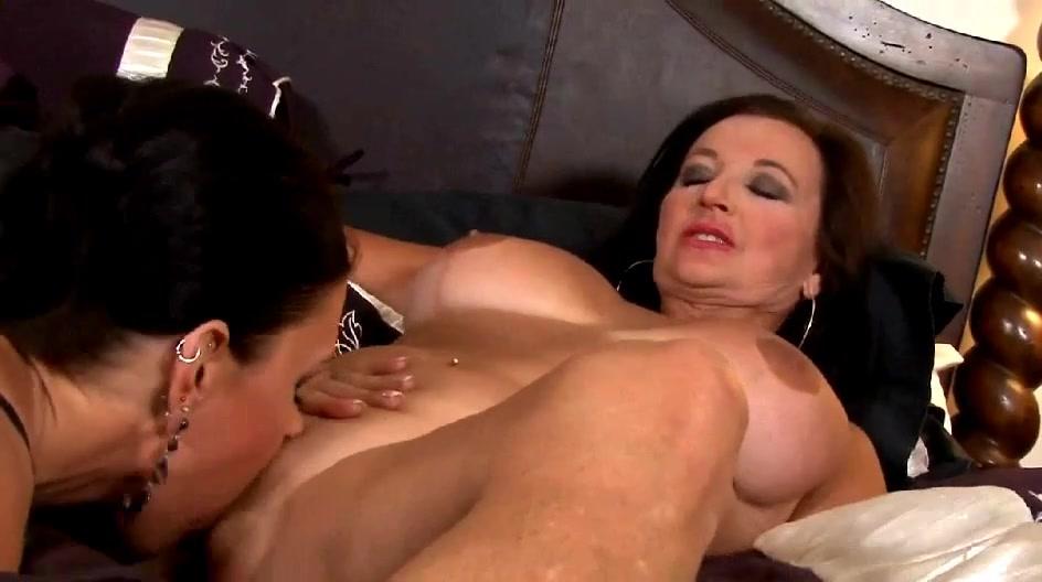 Sexx masturbates lesbin Ebony