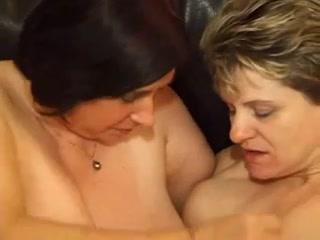Tubes Lesbi fuckuf orgasam