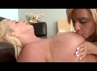 Lesbias porn lickinh clip