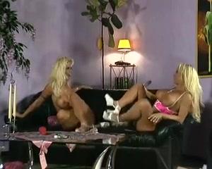 Sexes masturbate lesbiian Amateur