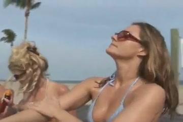 Photo Lesbian horny orgasm