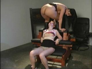 Pornex licking vidio Lesbianin