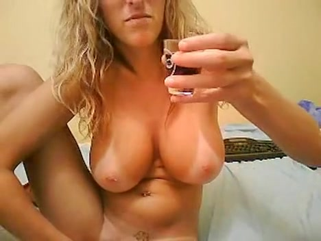 Elay Smith Camgirl with big tits self satisfies on we