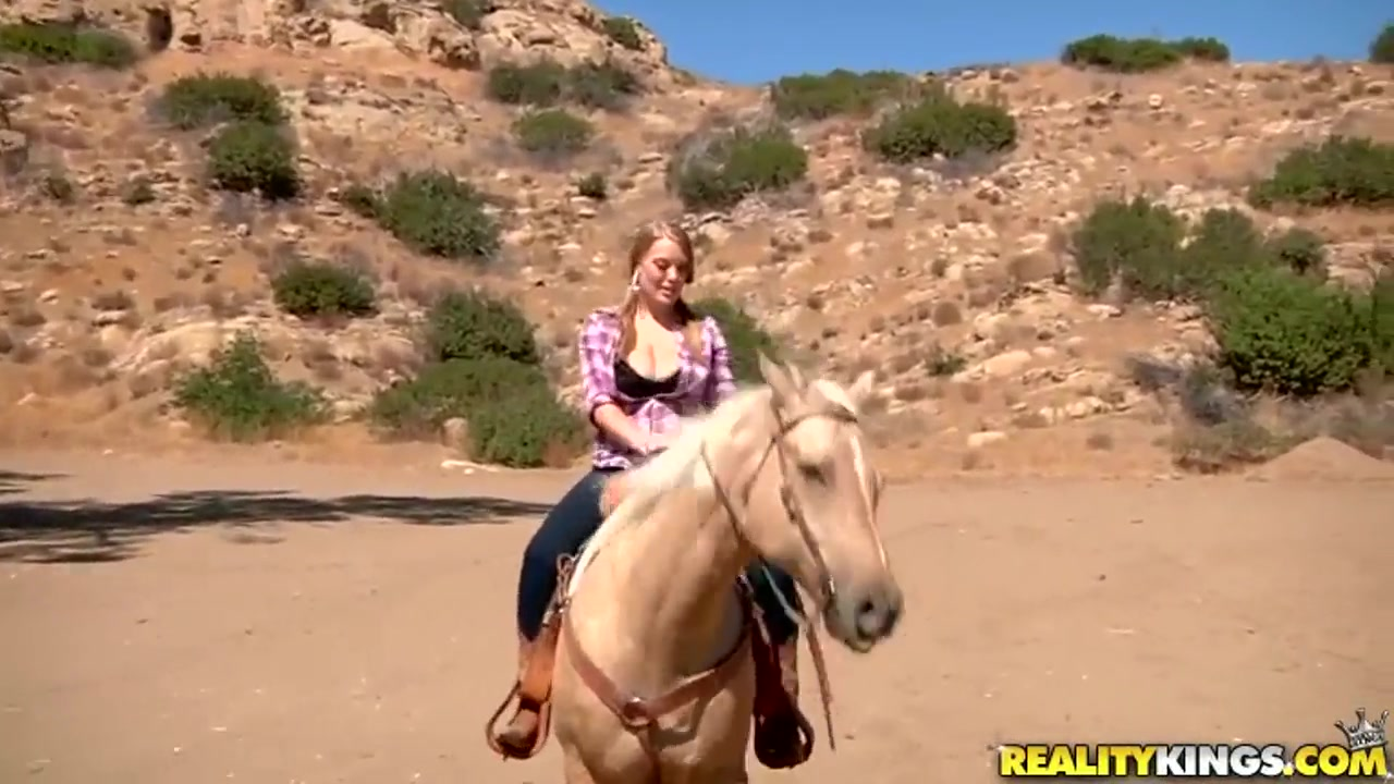 Ridiculously busty Sierra Skye rides the horse Hookup nyc