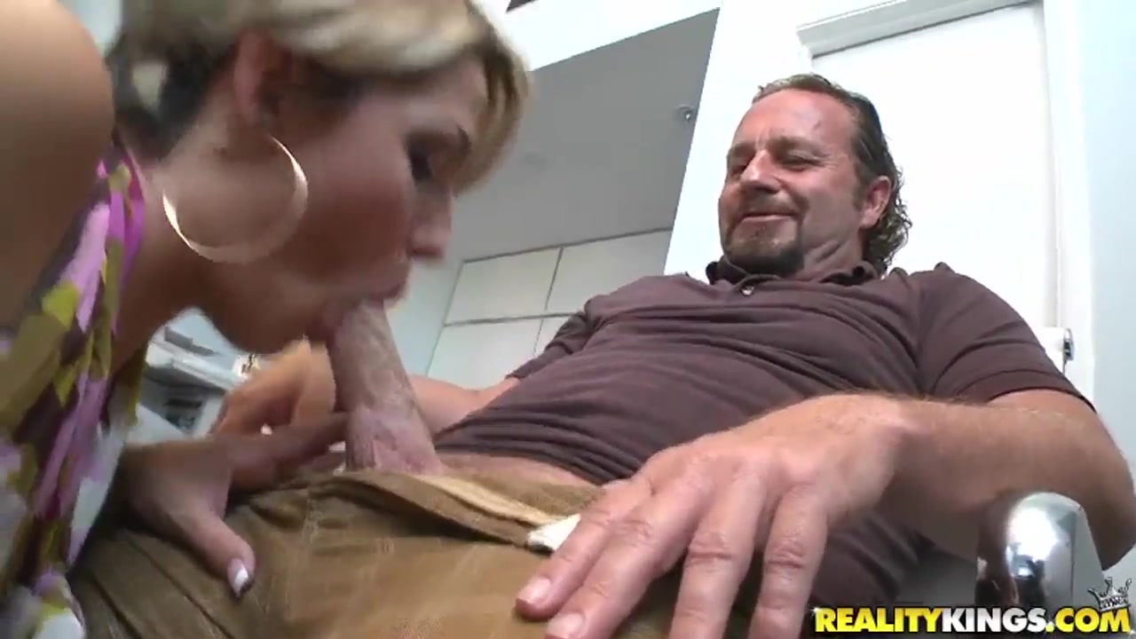 Hot secretary is sucking a sweet dick Mature ball sucker