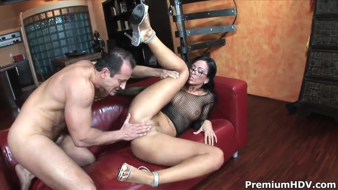 Whorish milf Simone Style gets her juicy ass nailed