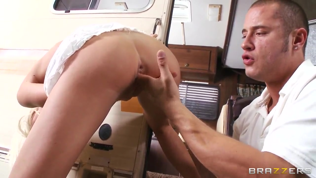 Dude bangs on the sly with a mega hot blonde nude lisa leone