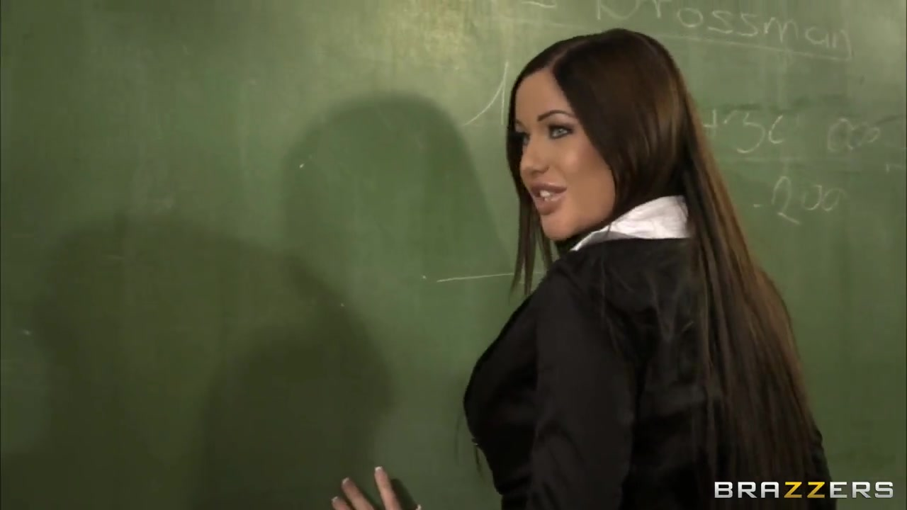 Angelica would like to please a well hung teacher Man fuck girl pic
