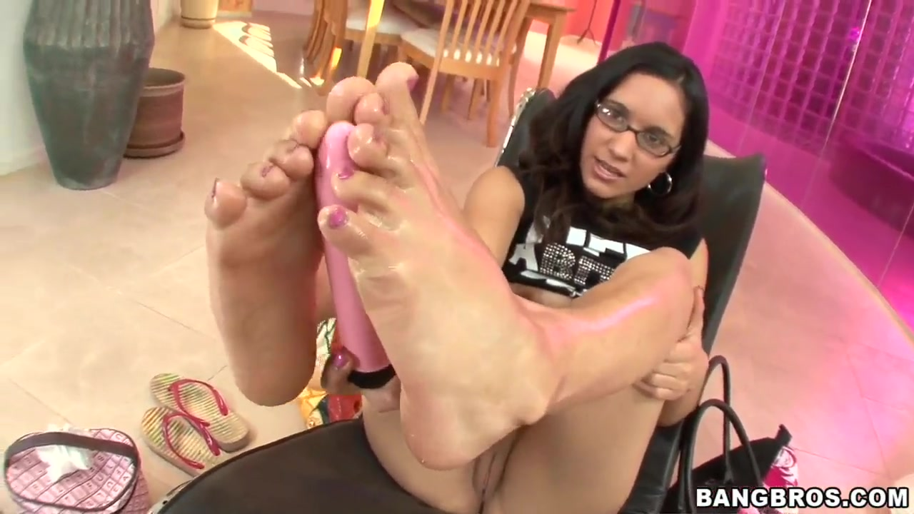 Tia Cyrus show awesome feet and plays with her toys Hung silverdaddies tumblr