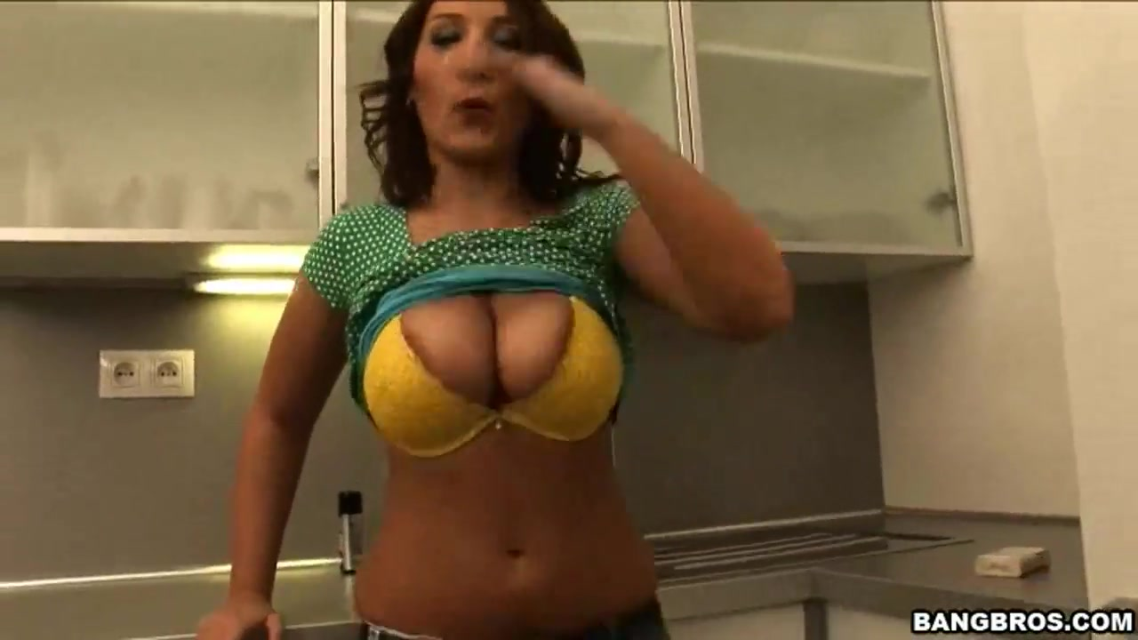 Chantal Fererras hot blowjob in the kitchen How to get rid of swelling from pimple