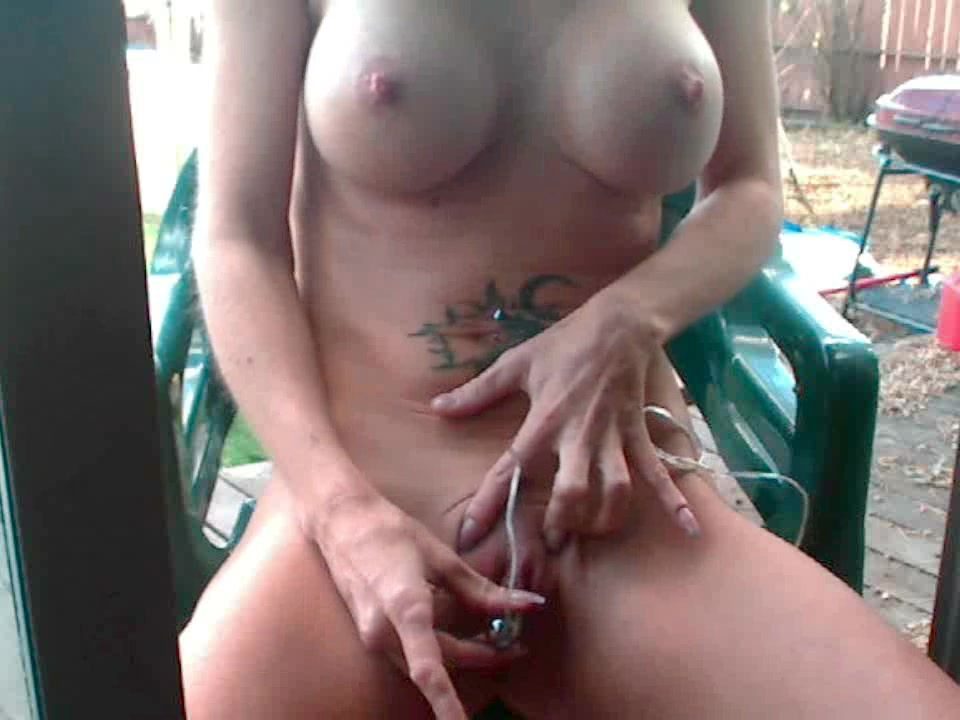 Outdoors with her rabbit, she cums Ruind orgasm video