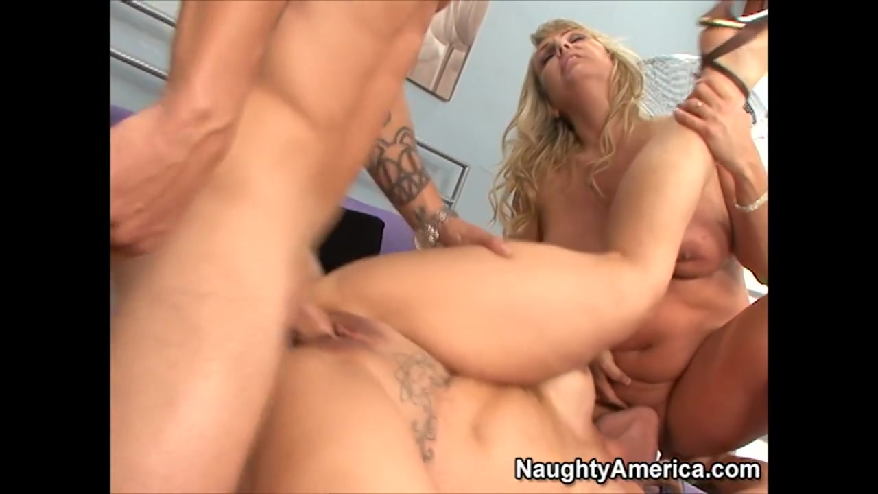 Summer & Wanda Lust & Alan Stafford in My Friends Hot Mom Husband and wife suck black cock