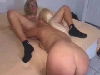 Horney Homes masturbatian lesbianas