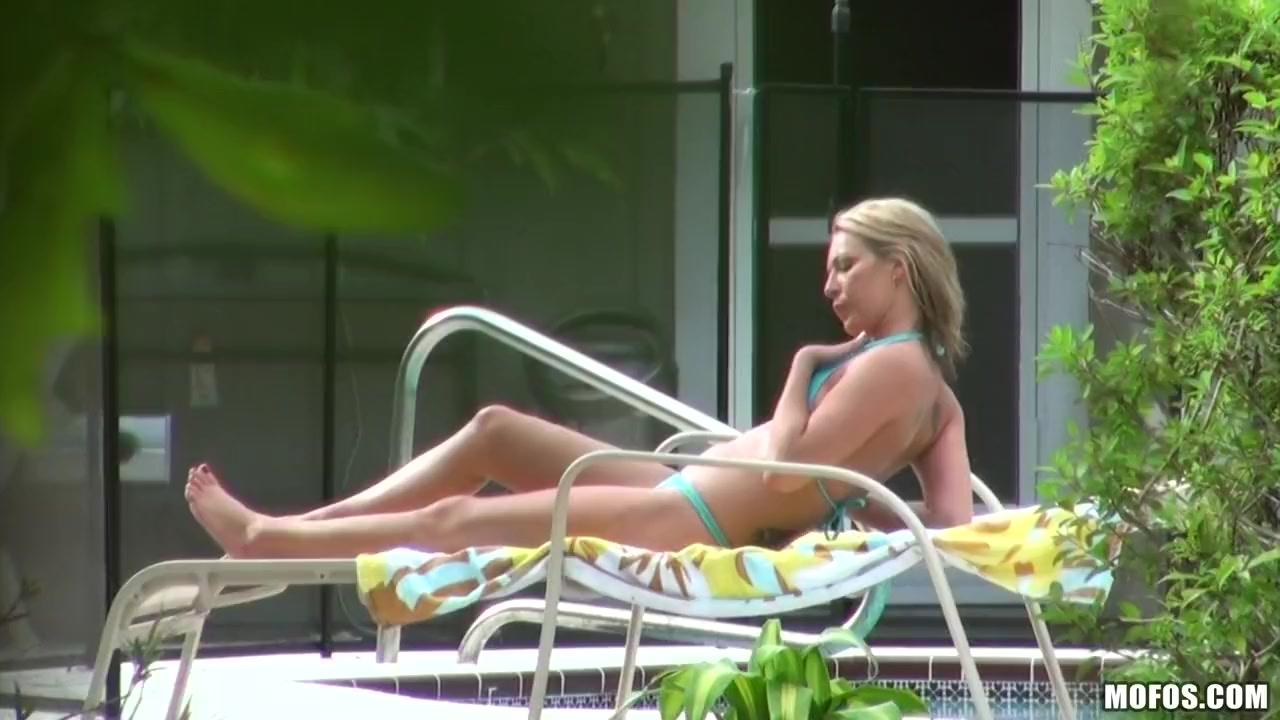 Nikki - Topless Theory