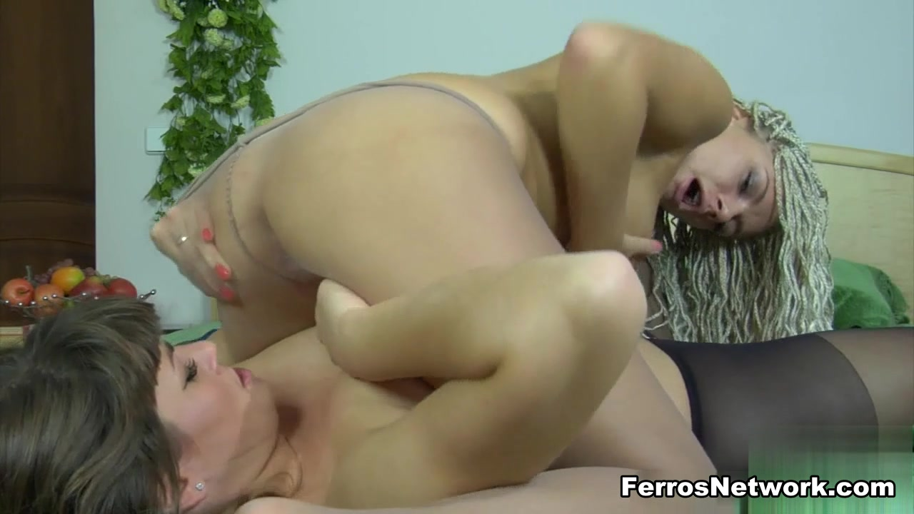 Pussy rubbing Mature woman