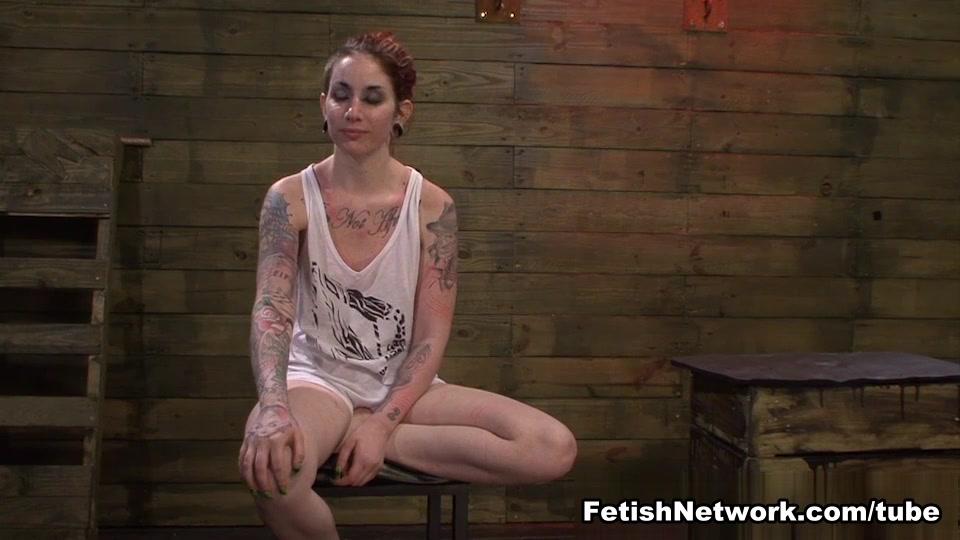 Fuckin Latex naked lesbo