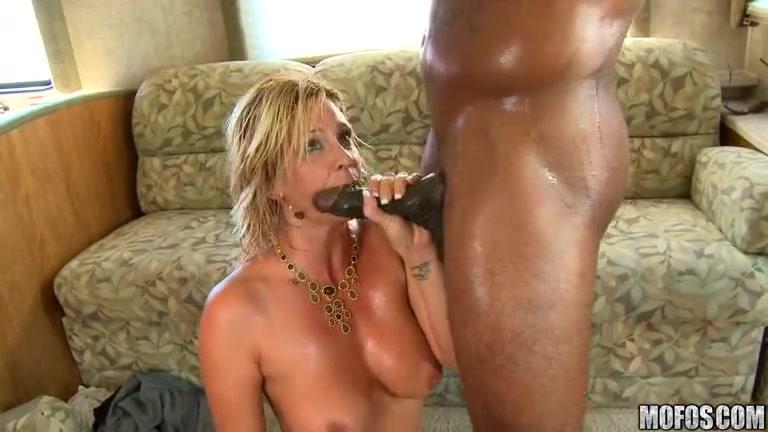 Porne Hairy licking lesbiab