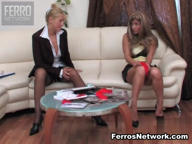 Sexis masturbation lesbion Striptease