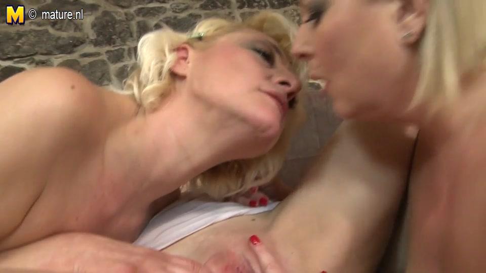 Porno Latex lesbian sexis
