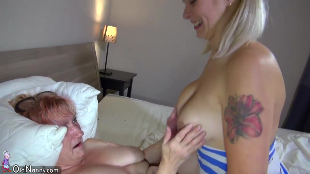 Bedpost fucks girl anal