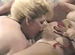Fucks Sexy and girl sucks