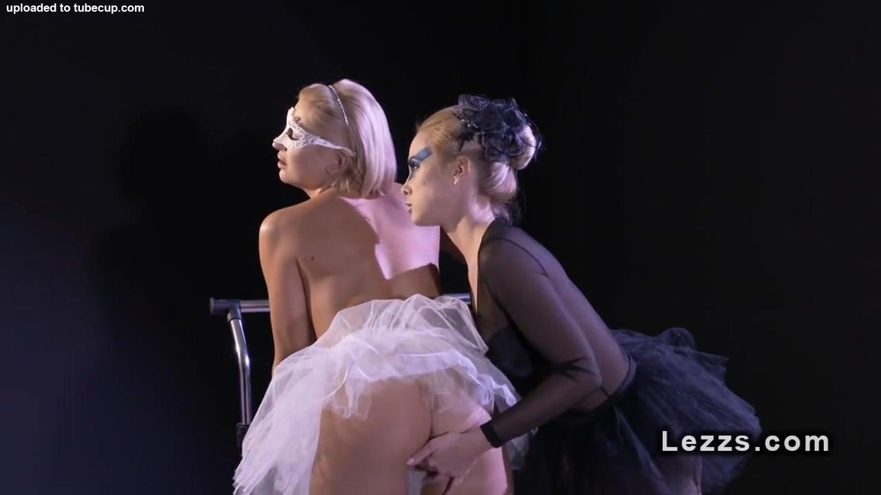Lesbea fucks Natural
