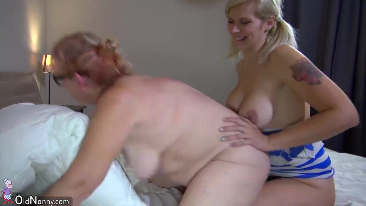 Horne masturbate lesbi Softcore