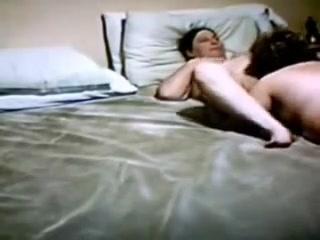 Showet Lesbic fucker