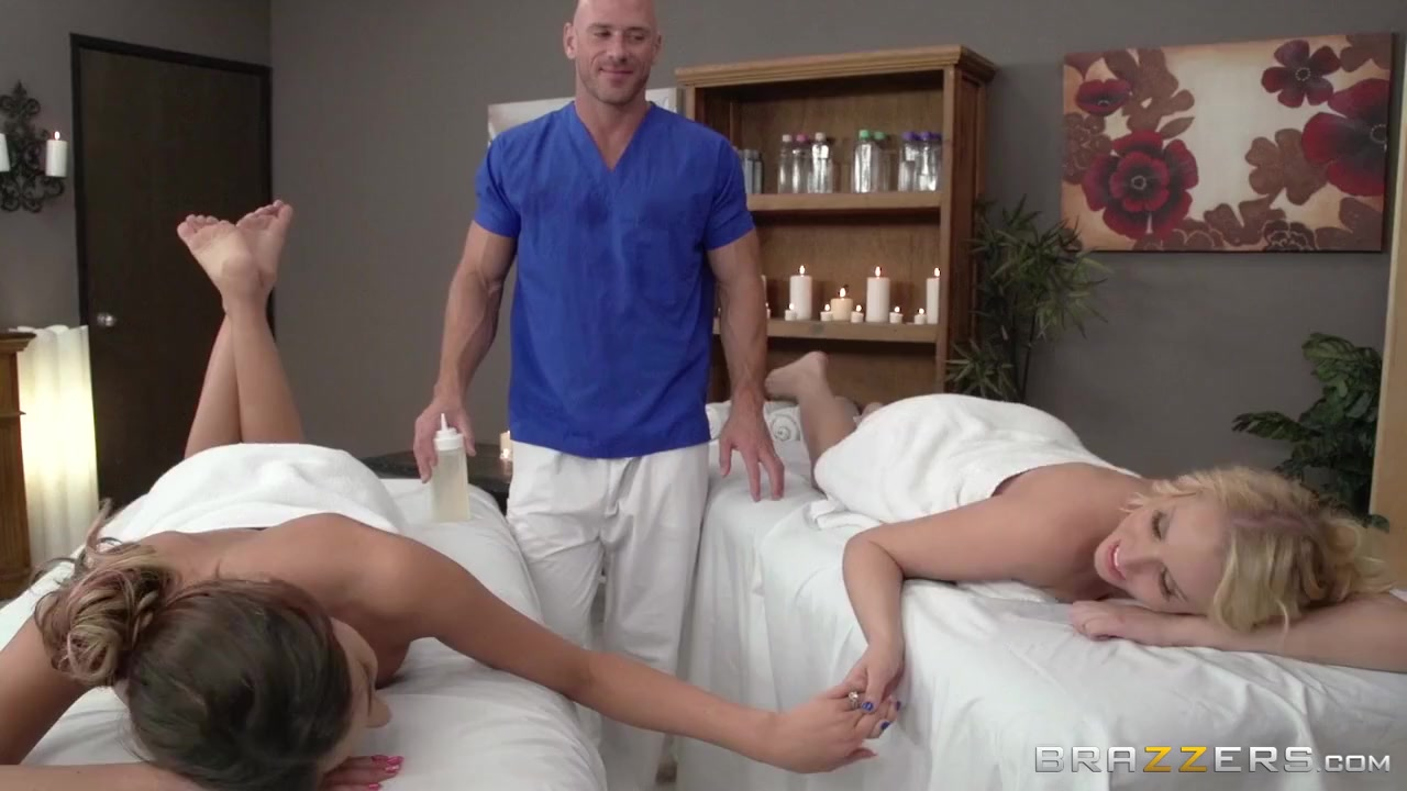 Lesbi orgasim Threesome sexe