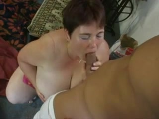 grosse bien fourni Hot girl naked laying down pussy shot legs up