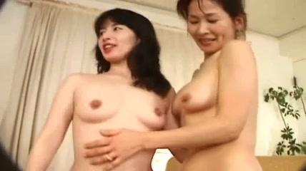 Naked Piercings lesbi horny