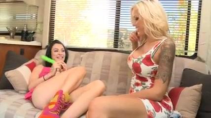 Lesbiant porne lickinh webcam